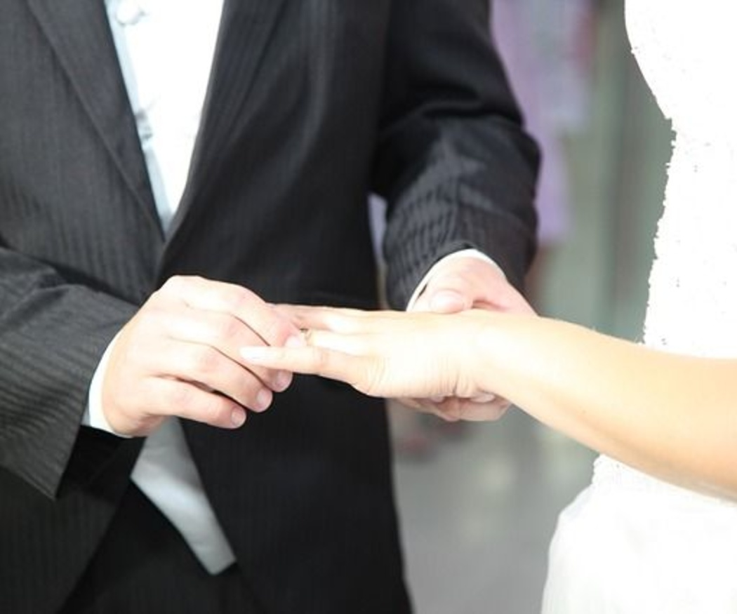 ¿Puedo llevar esmoquin a una boda?