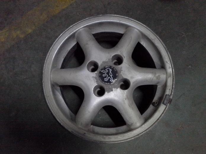 Llantas de aluminio de Peugeot en R14 de 4 tornillos|default:seo.title }}