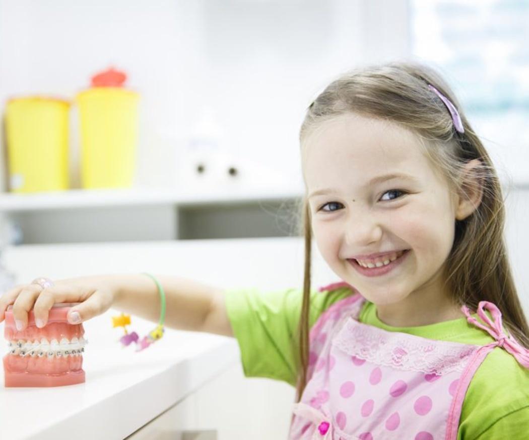 ¿Cuándo se debe comenzar el tratamiento si mi hijo necesita un aparato dental?