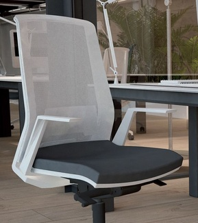 novedad-silla operativa duo ergonómica  con respaldo de malla blanca.
