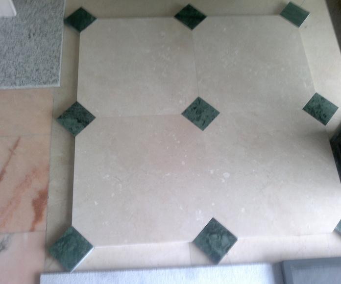 Soleria de crema marfil con noyas de verde indio