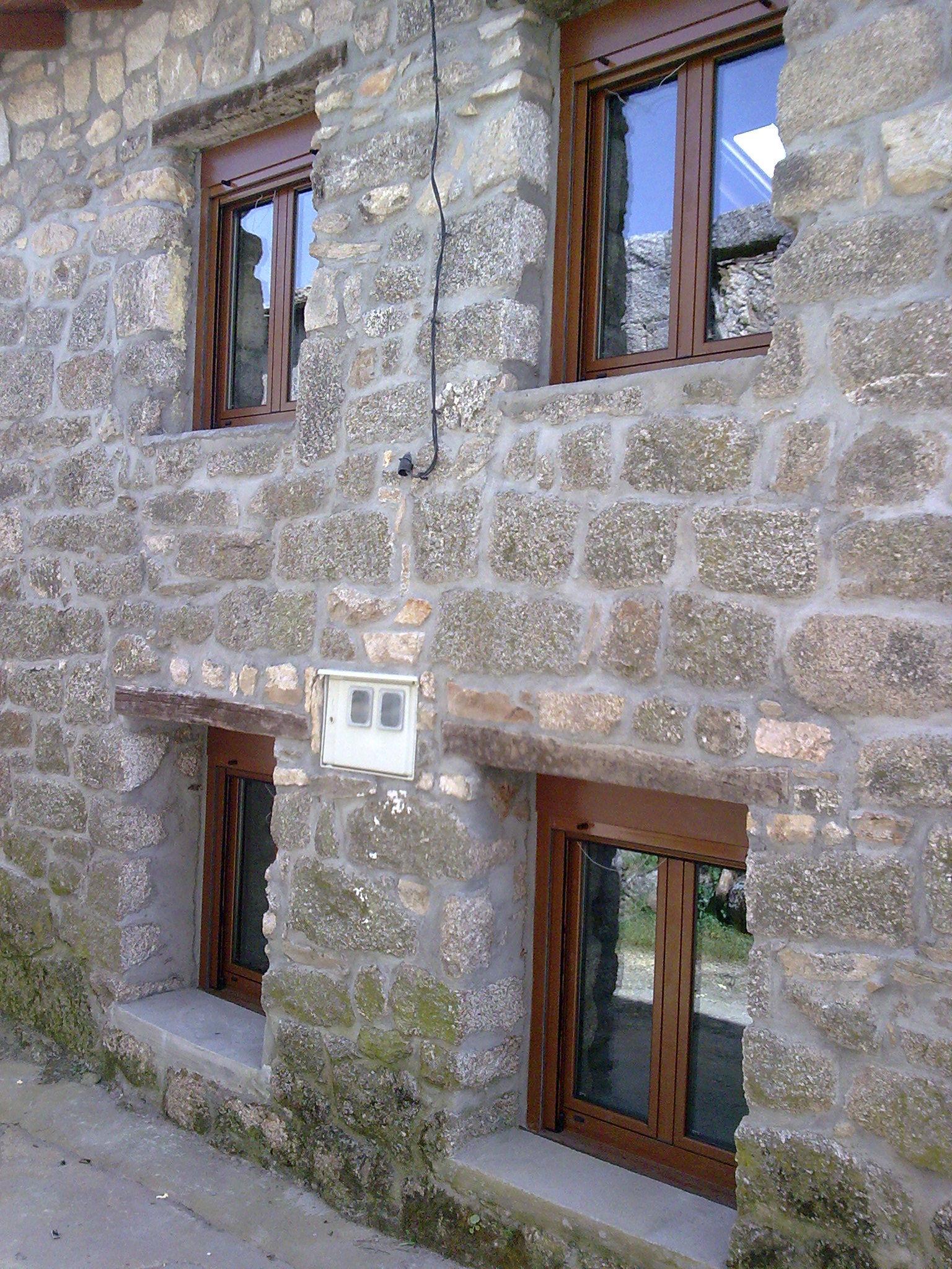 Peque as ventanas de aluminio color madera nuestros for Colores de aluminio para ventanas