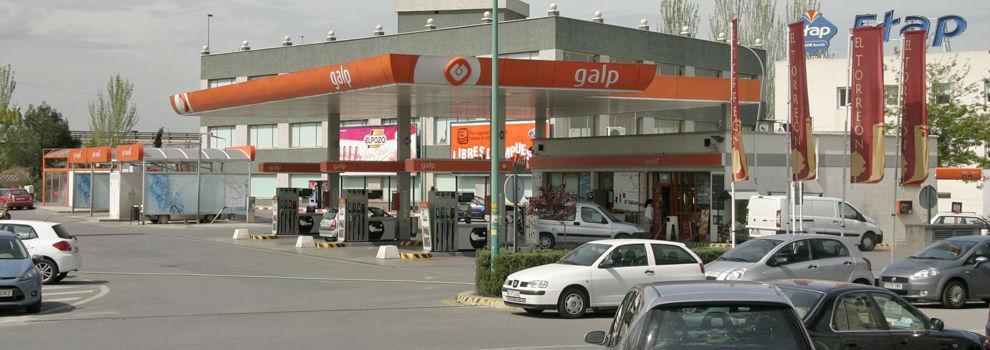 Gasolinera, venta de billetes para el paso del Estrecho
