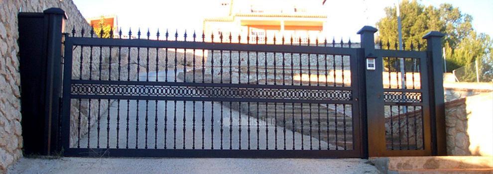 Puertas automáticas en Serranillos del Valle | Cerrajería Docris