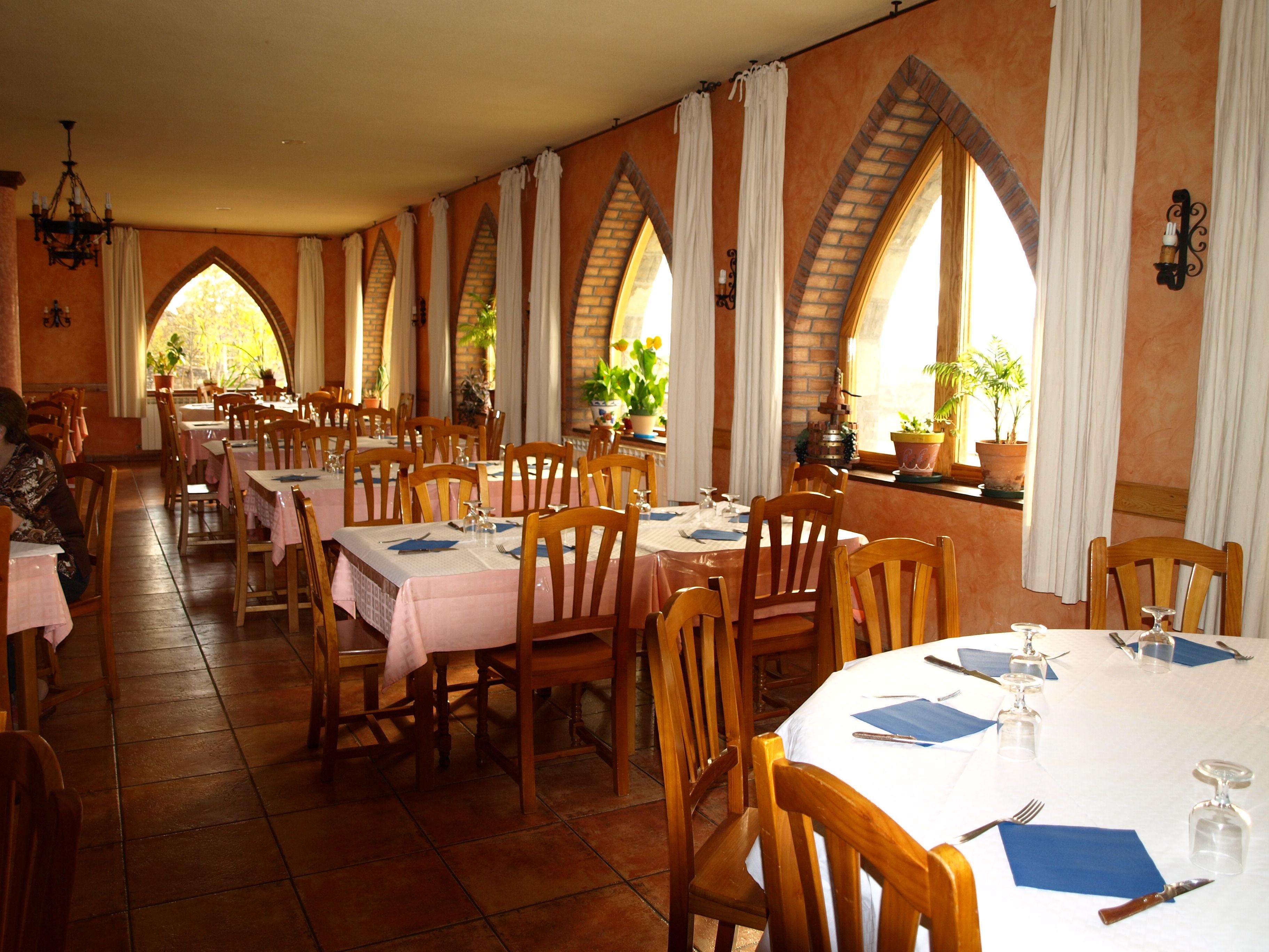 restaurante comida casera, especialidad carnes a la brasa, menú diario