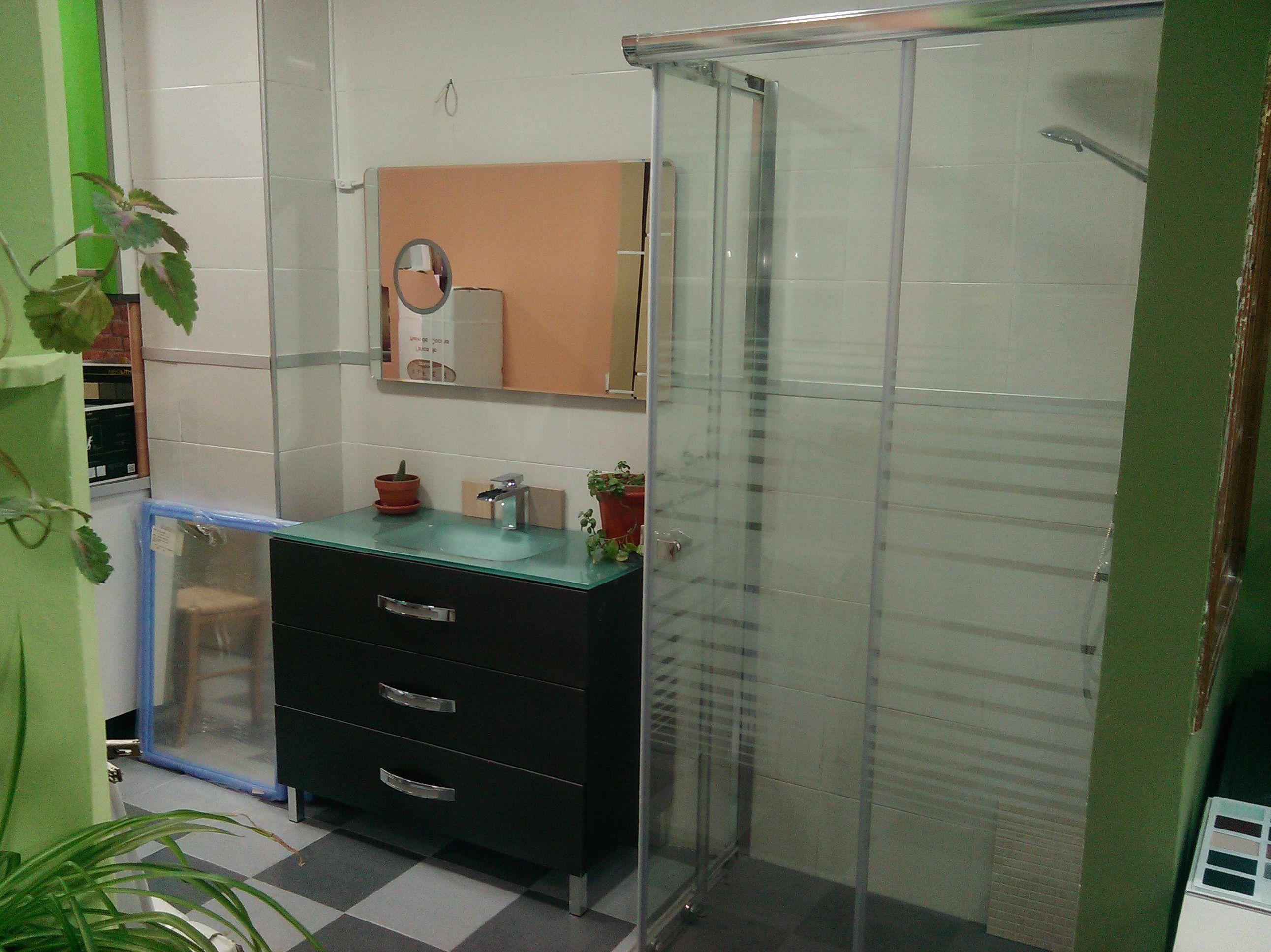 Conjunto de baño con gavetero de 100 con espejo led y ducha de 100 x 70