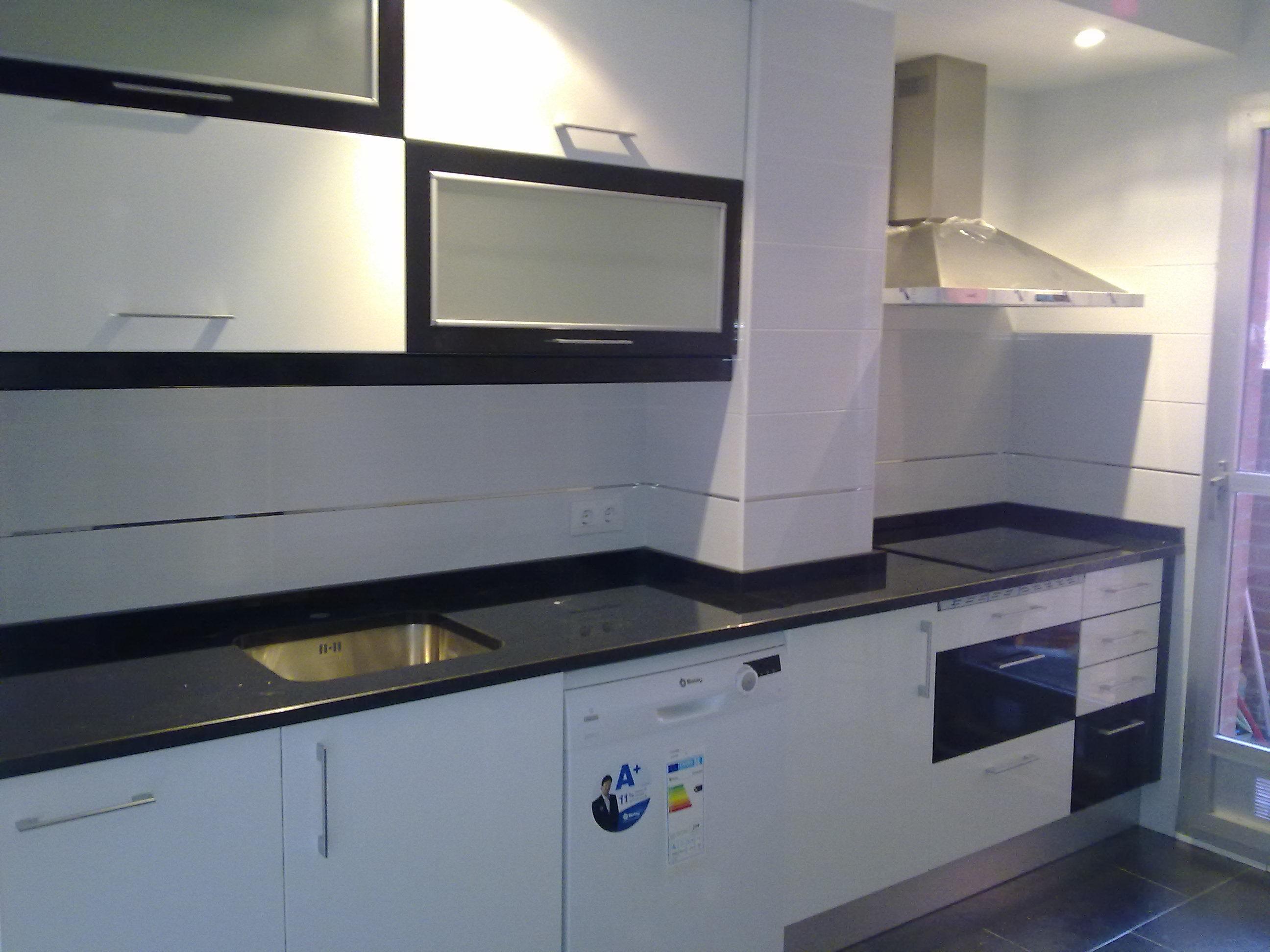 Encimera granito negro intenso free encimera cocina - Encimera granito blanco ...