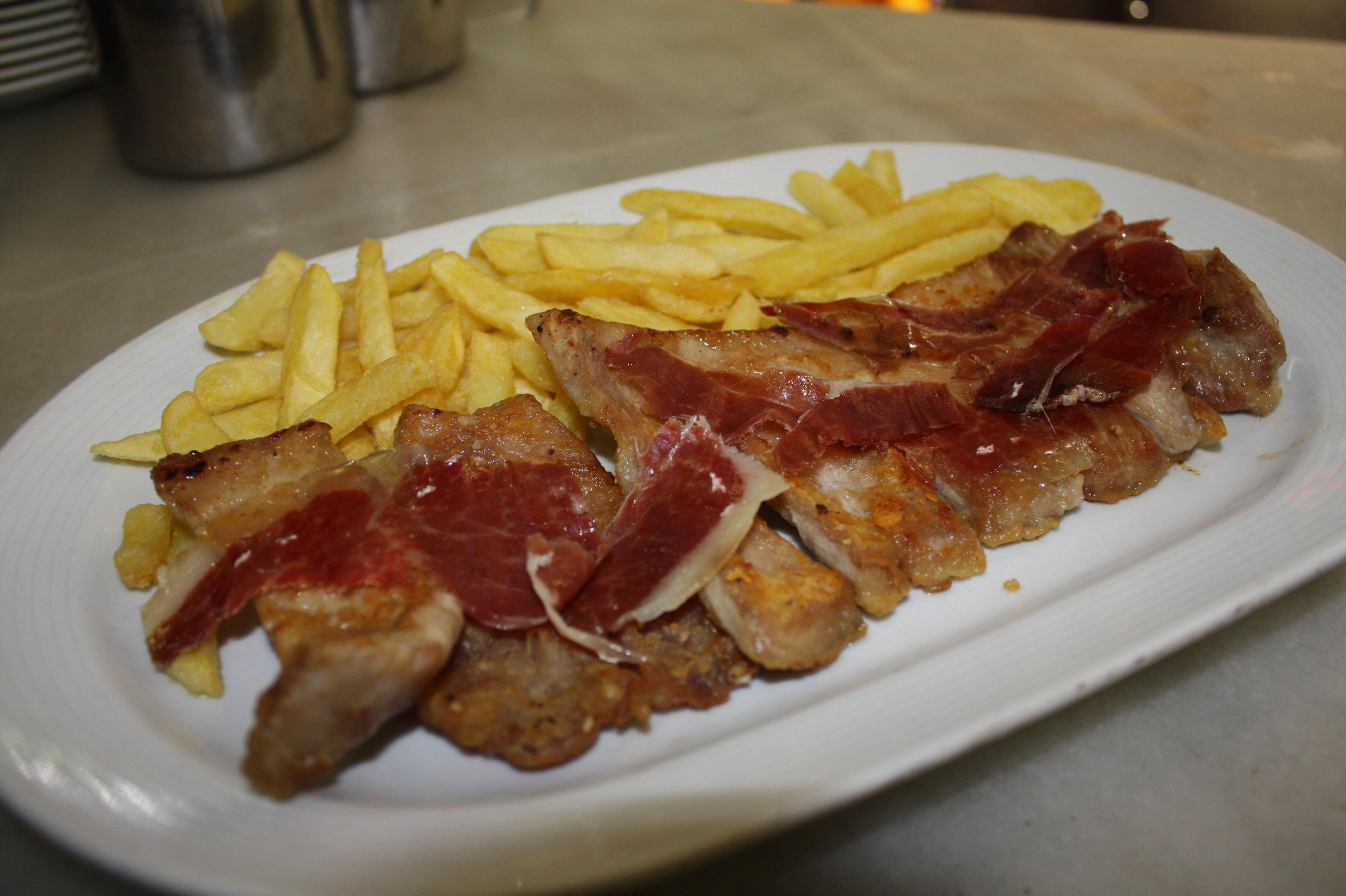Secreto ibérico con jamón ibérico, uno de nuestros platos más solicitados