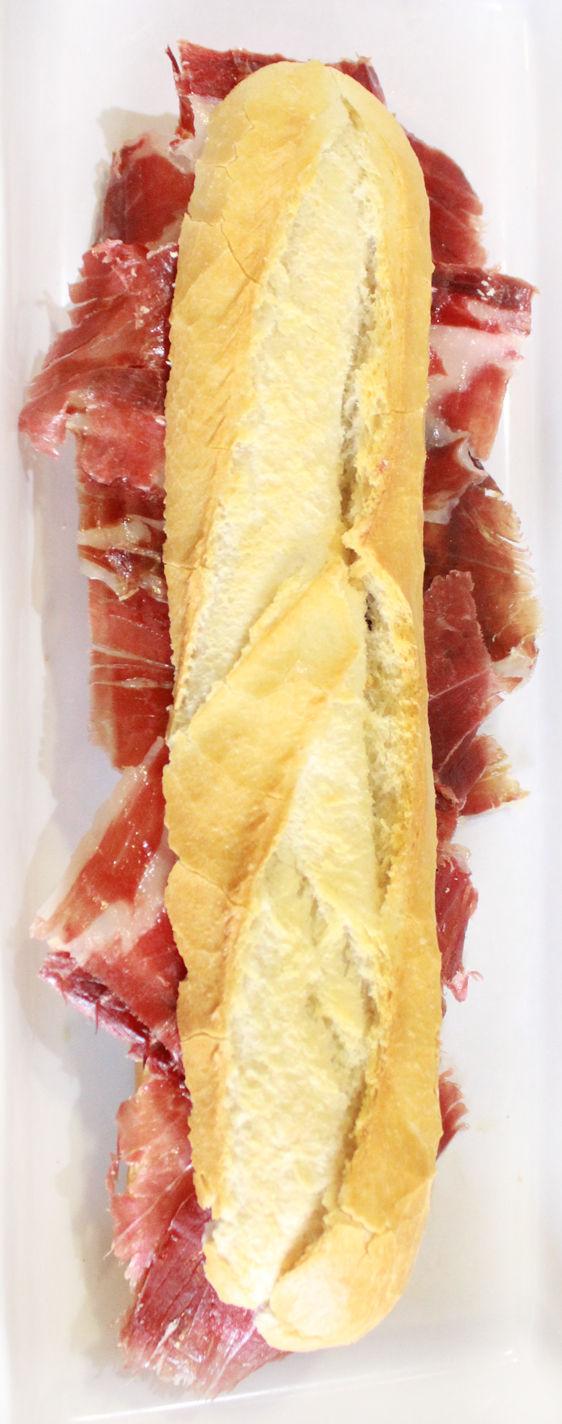 FILEMÓN: jamón ibérico, tomate natural y aceite de oliva