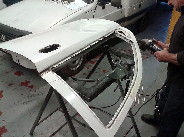 Zona de reparación de chapa del taller