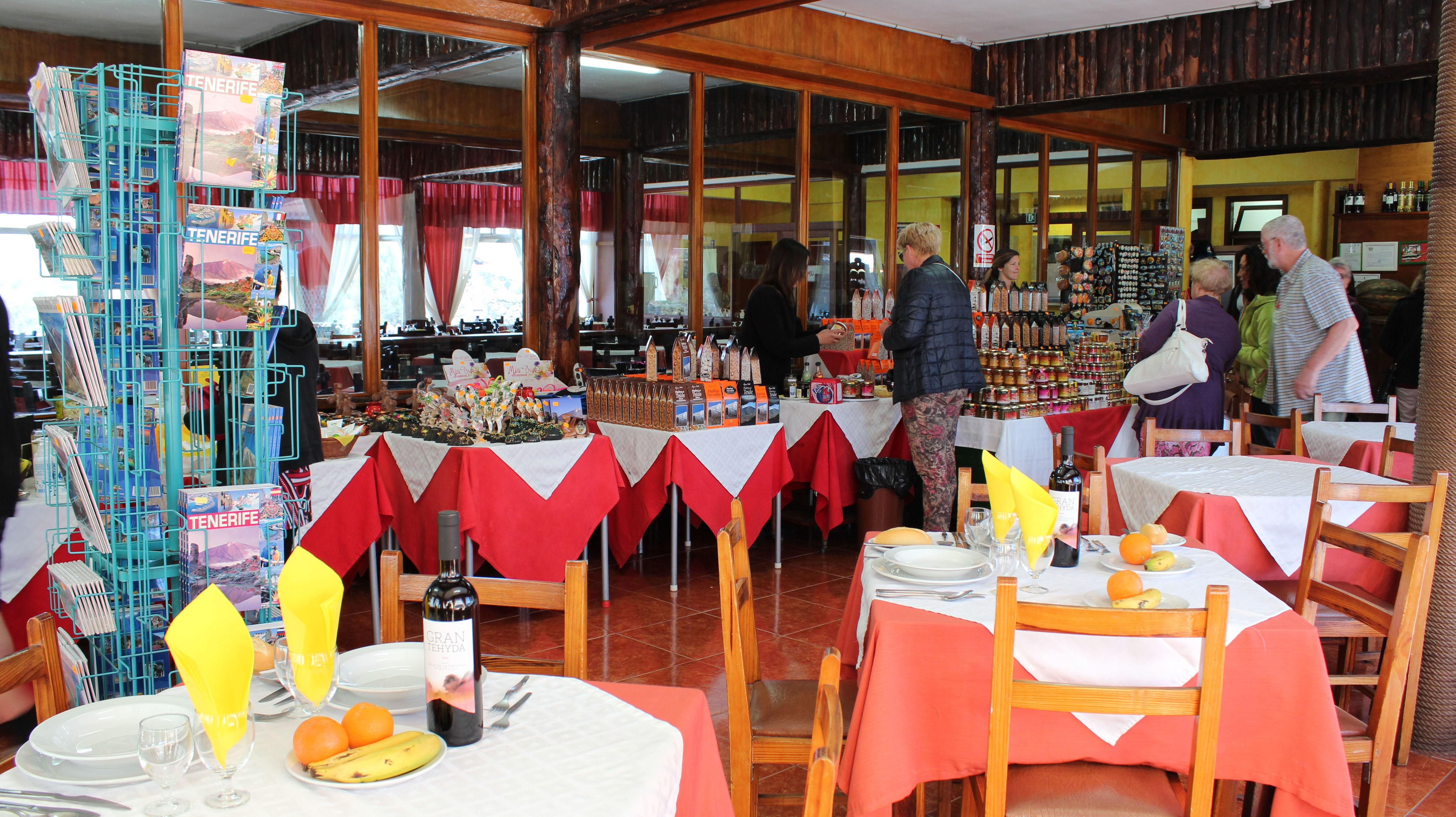 Restaurante con comida típica canaria