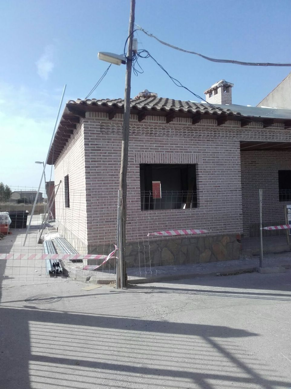 Lateral de vivienda en Carriches