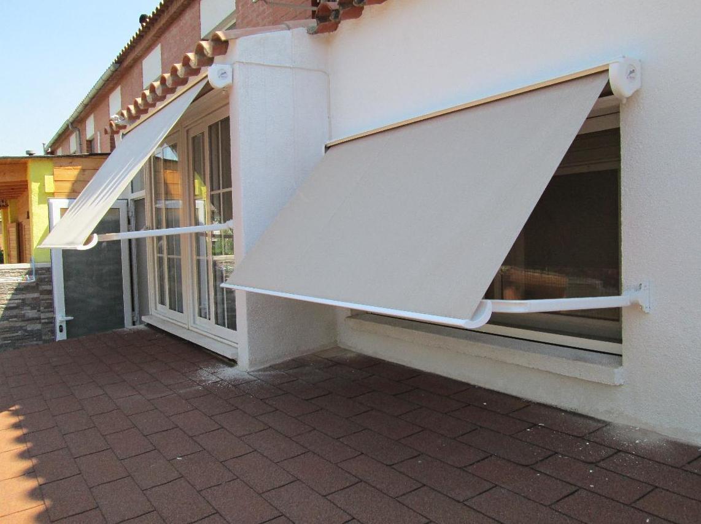 Foto 4 de toldos y p rgolas en reus alutoldos europa for Toldos electricos para terrazas