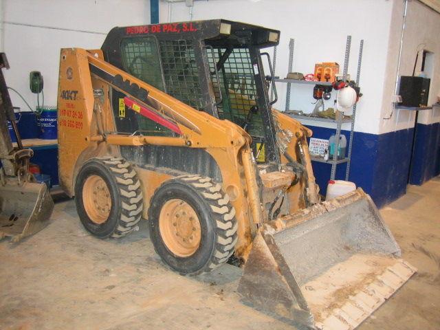 Minicargadores Case 40XT: Trabajos y Maquinaria de Excavaciones Pedro de Paz
