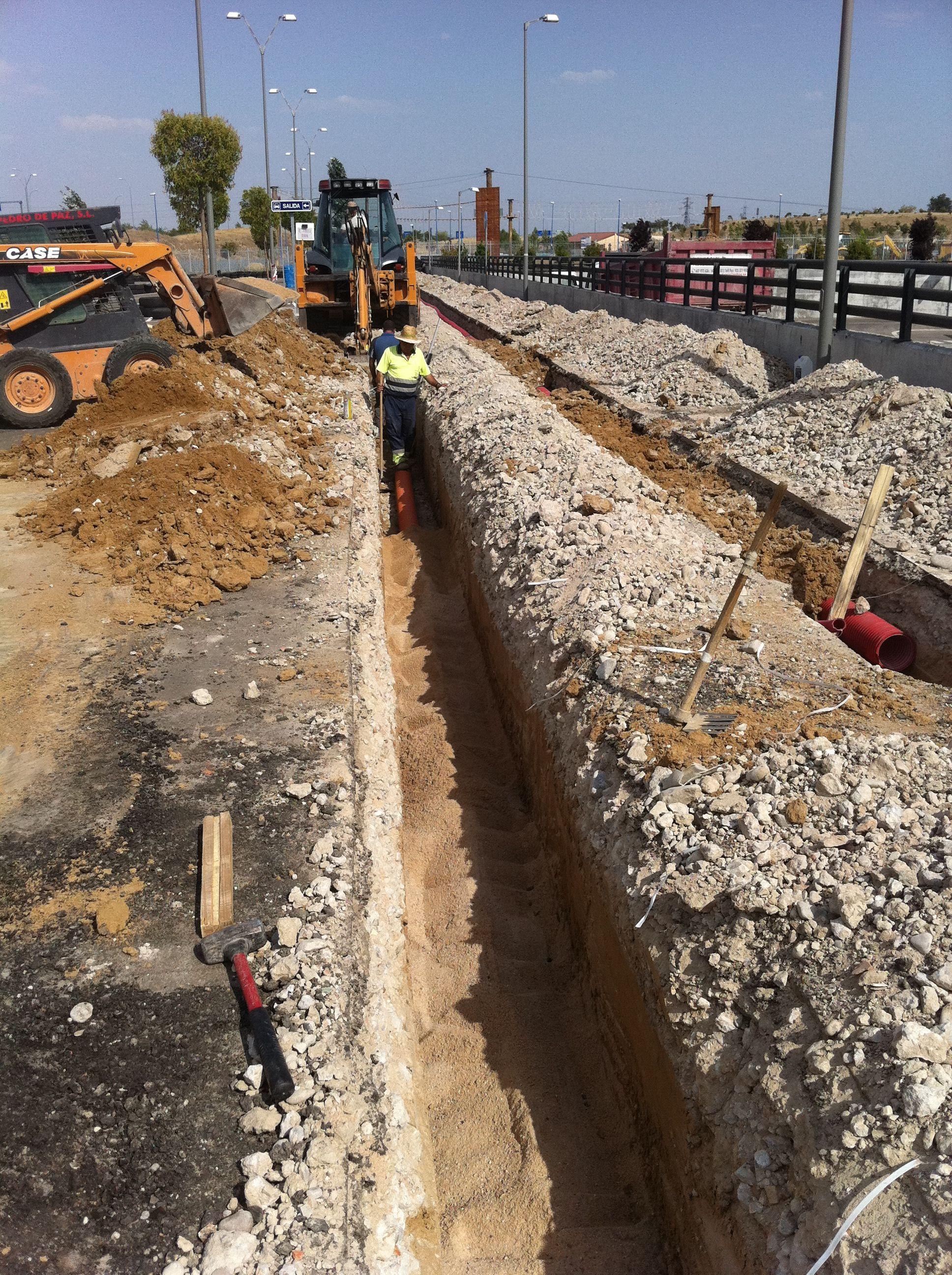 Conducciones eléctricas: Trabajos y Maquinaria de Excavaciones Pedro de Paz