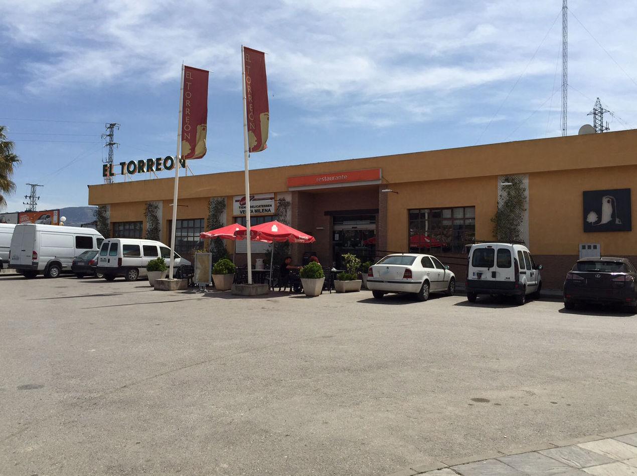 Exterior del área de servicio en Albolote