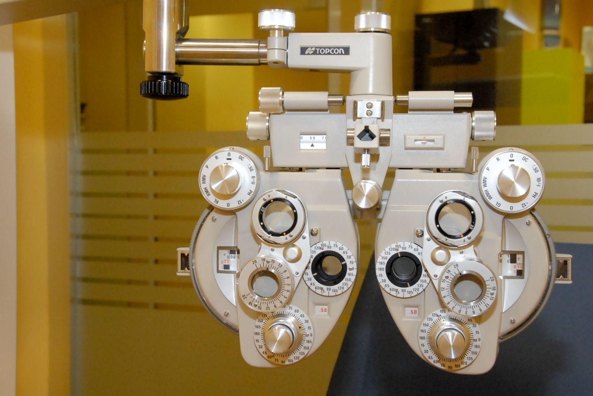 Graduación visual gratuita: Servicios de Mira Centro Óptico Avanzado