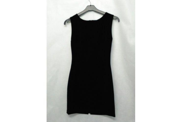 Vestido negro sin mangas