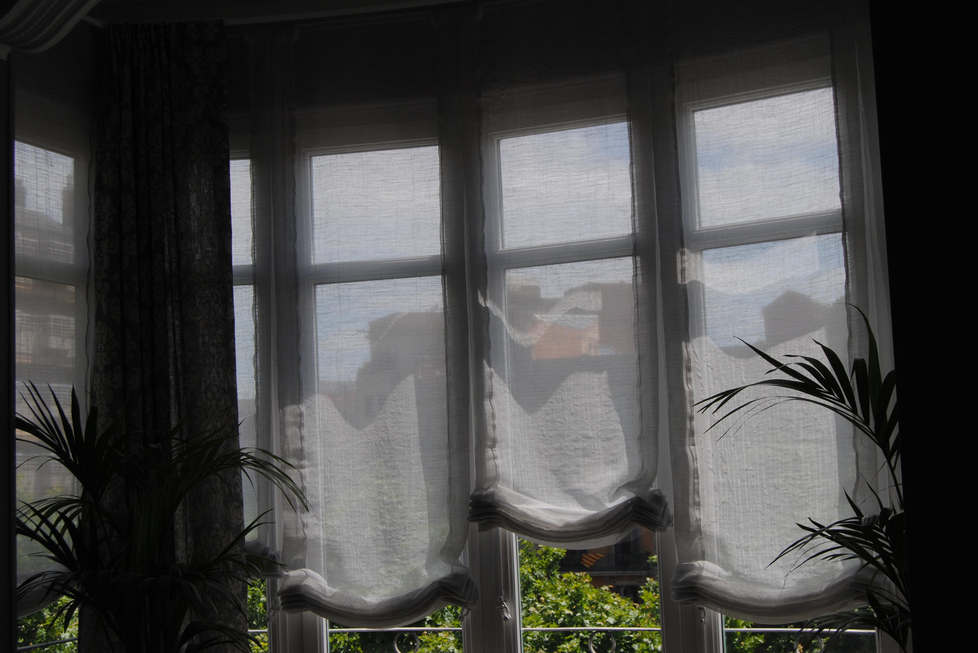 Estores y cortinas en sant mart barcelona hechas a - Estores con caidas ...