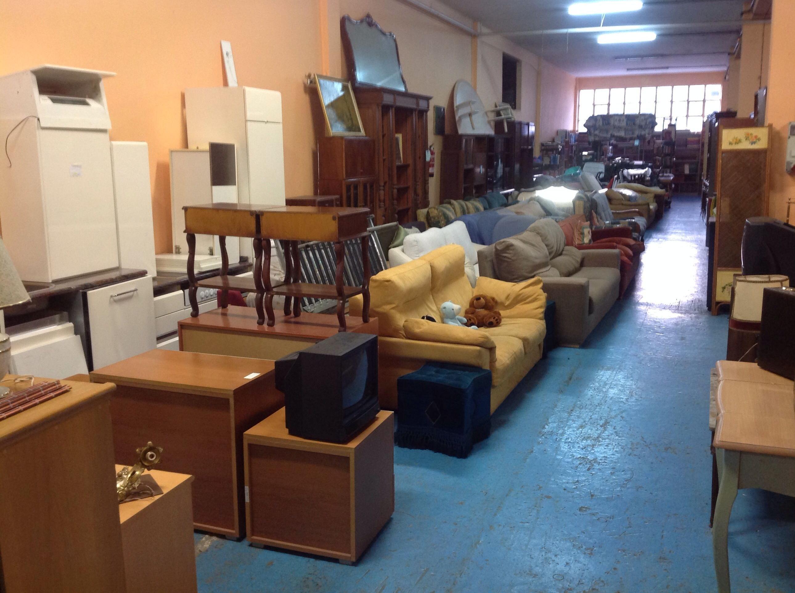 Recogida de ropa en donosti rastro remar for Segunda mano muebles usados