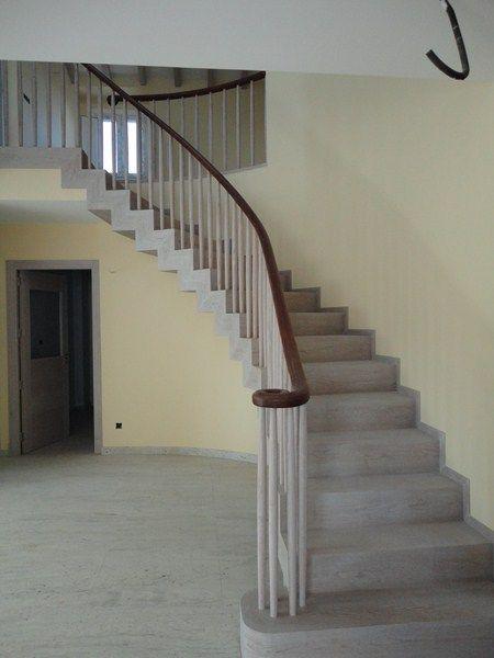 escaleras y pasamanos de madera en corua