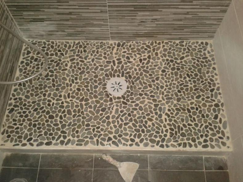 Pin plato con piedra natural rio blanco on pinterest - Duchas de obra fotos ...