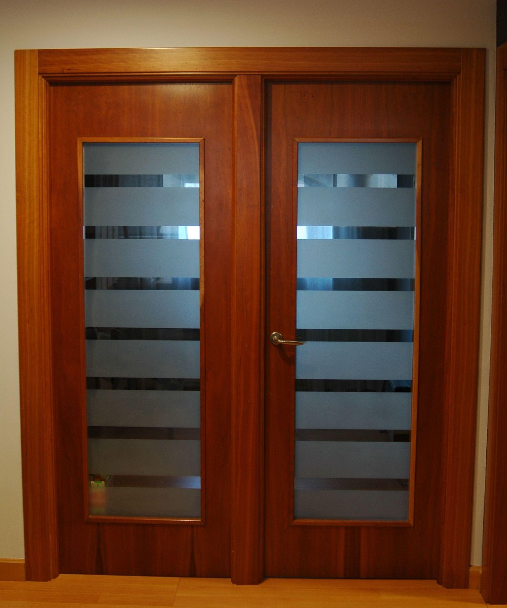 Mod lisa con vidrio cat logo de puertas y armarios videco - Puertas interior asturias ...