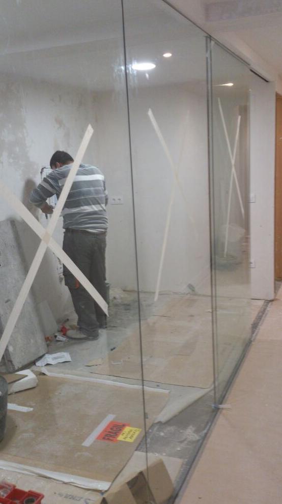 Ventanas de PVC y pared de cristal con guia Klein