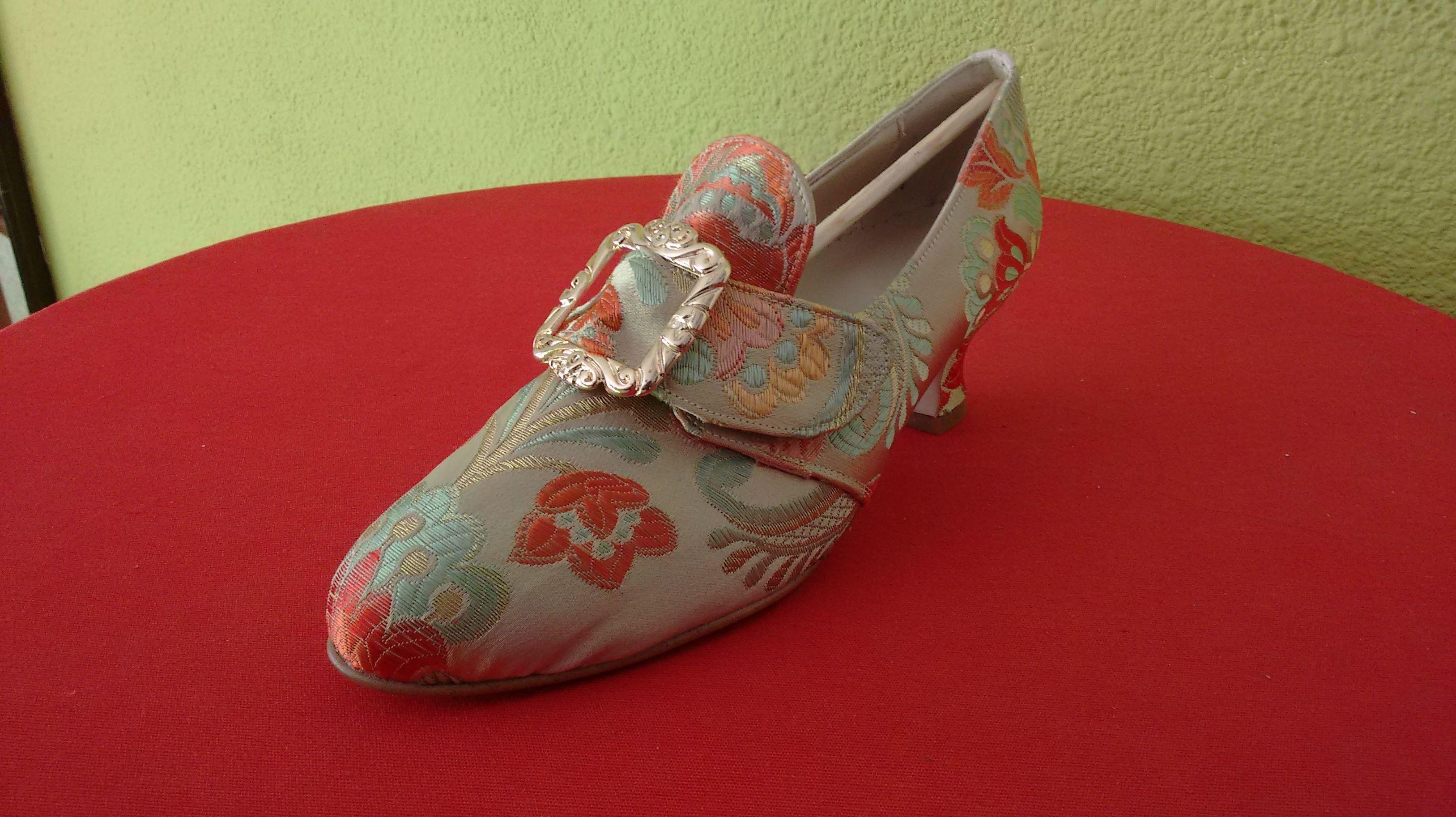 Zapatos forrados de fallera