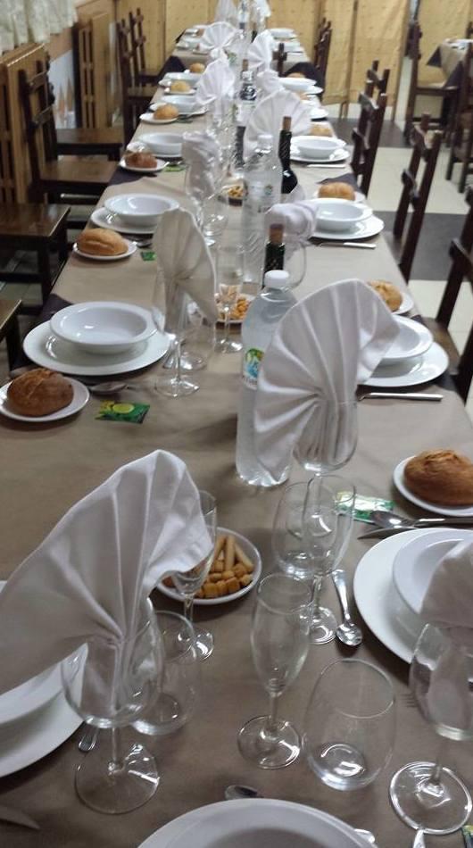 Amplio salón para comida de grupos