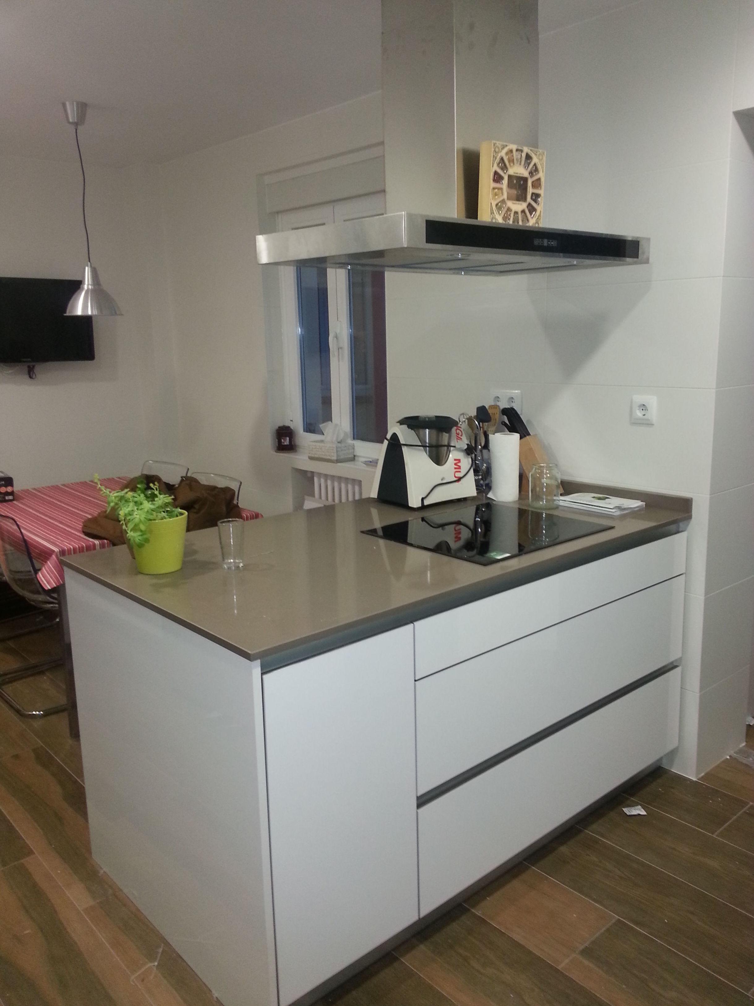 Proyectos cocinas modernas muebles de cocina con isla for Cocinas baratas madrid