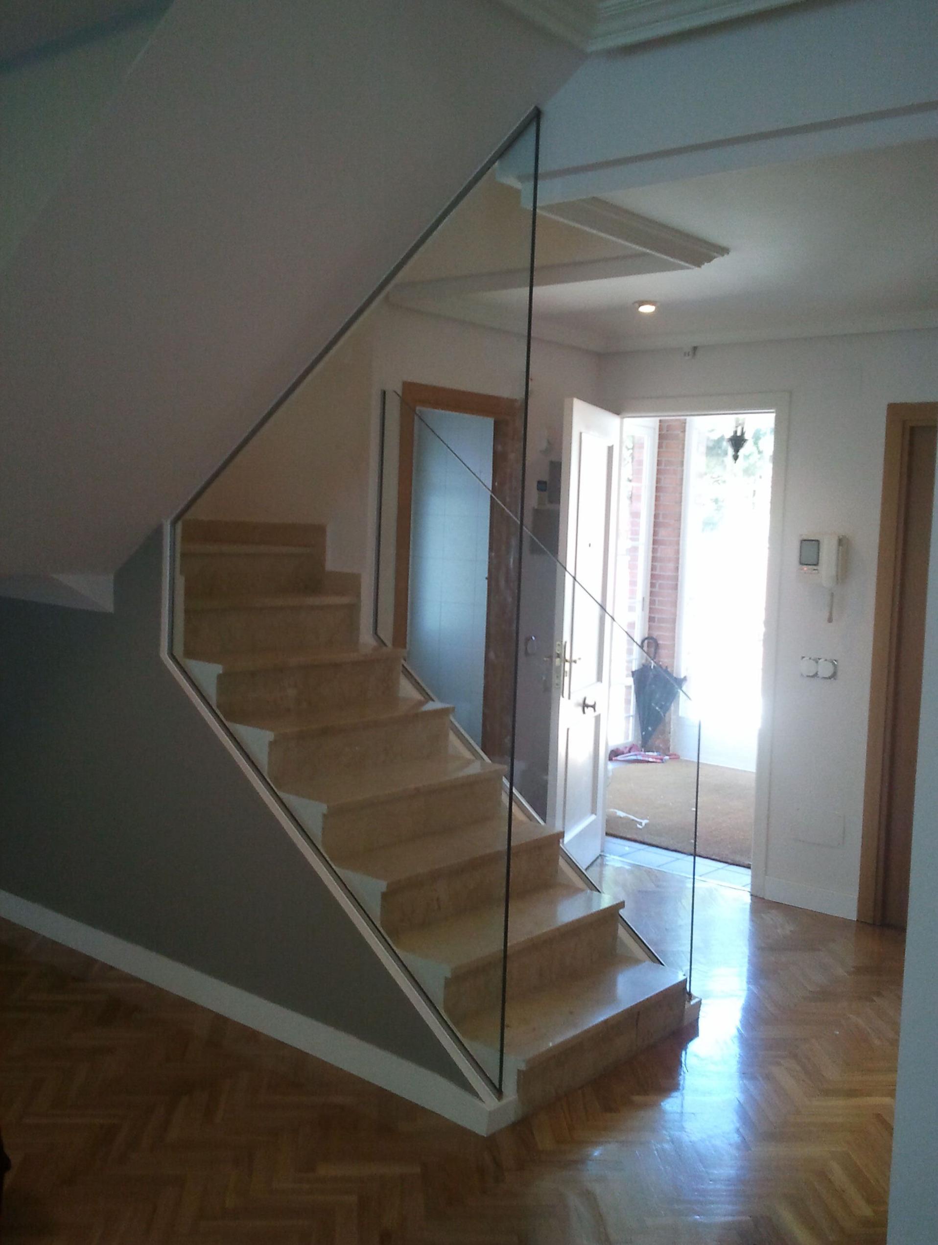Escalera de cristal madrid vidrio a medida - Barandilla cristal escalera ...