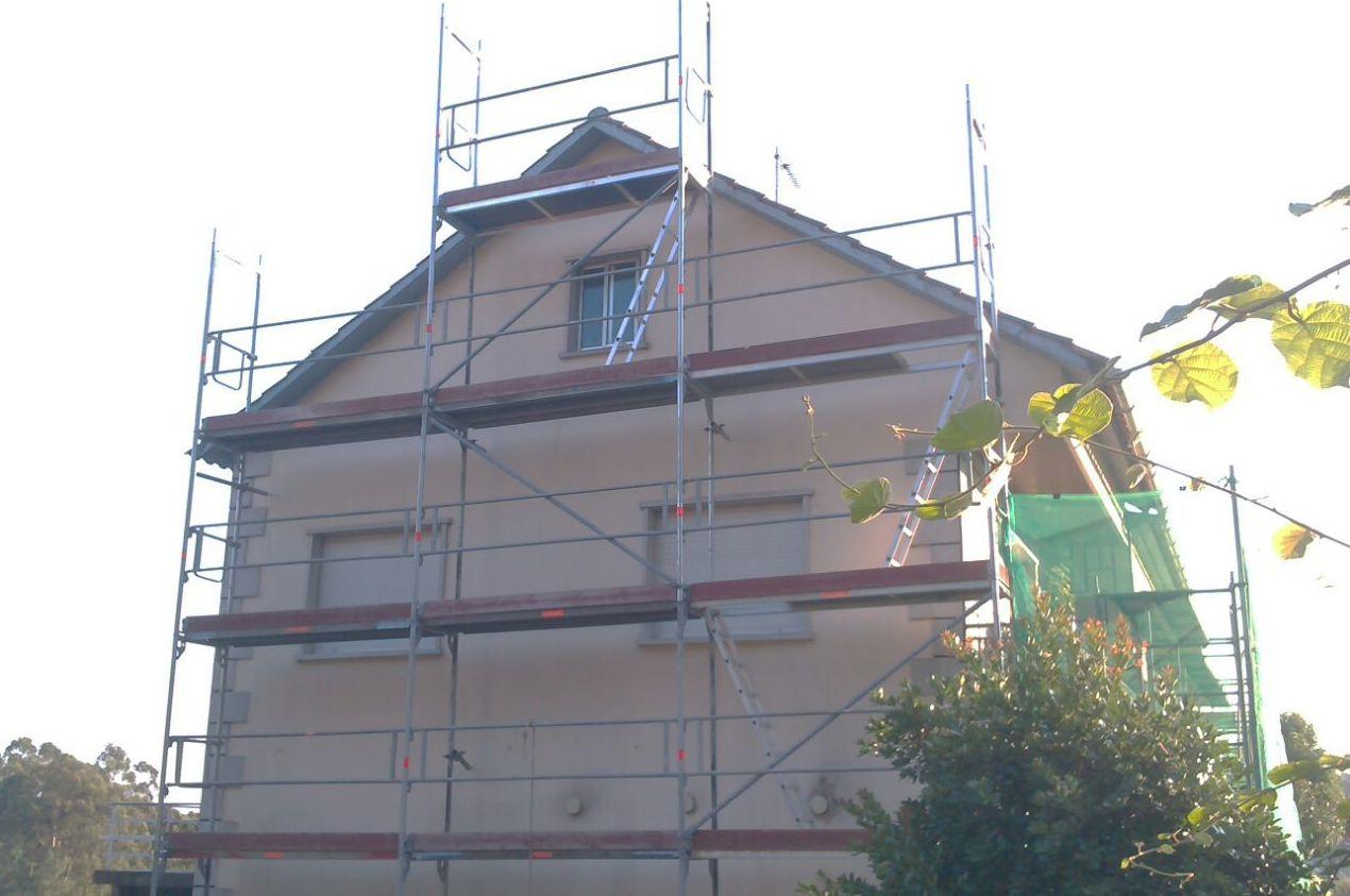 Limpieza y pintado de fachadas. (Andamio europeo propio).