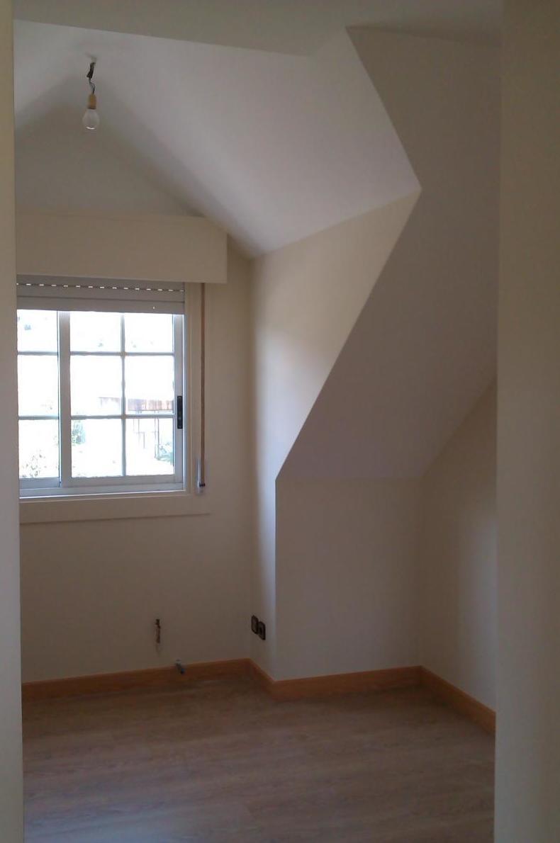 Suministro y colocación de tabiques y techos de cartón yeso (pladur, knauf, etc.).