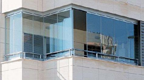 Cerramientos acristalados sin perfiles verticales, máxima versatilidad.