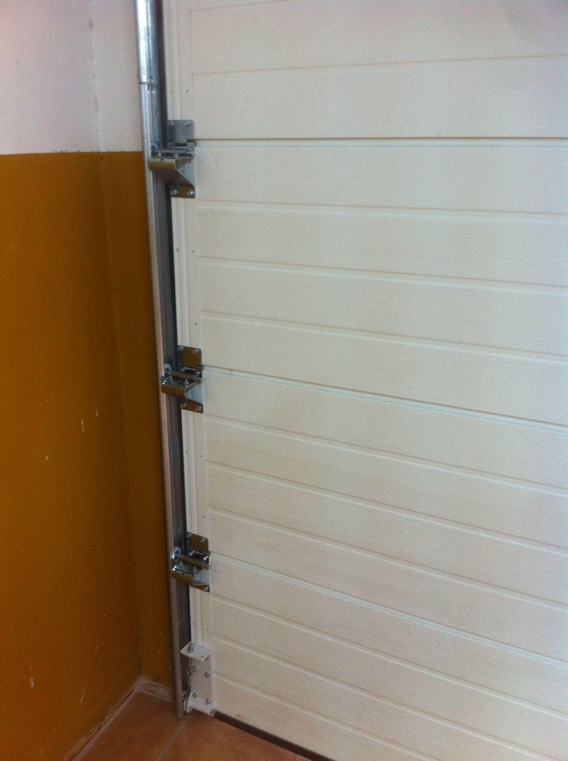 Puerta seccional de garaje cat logo de jgm aluminio for Catalogo de puertas de aluminio
