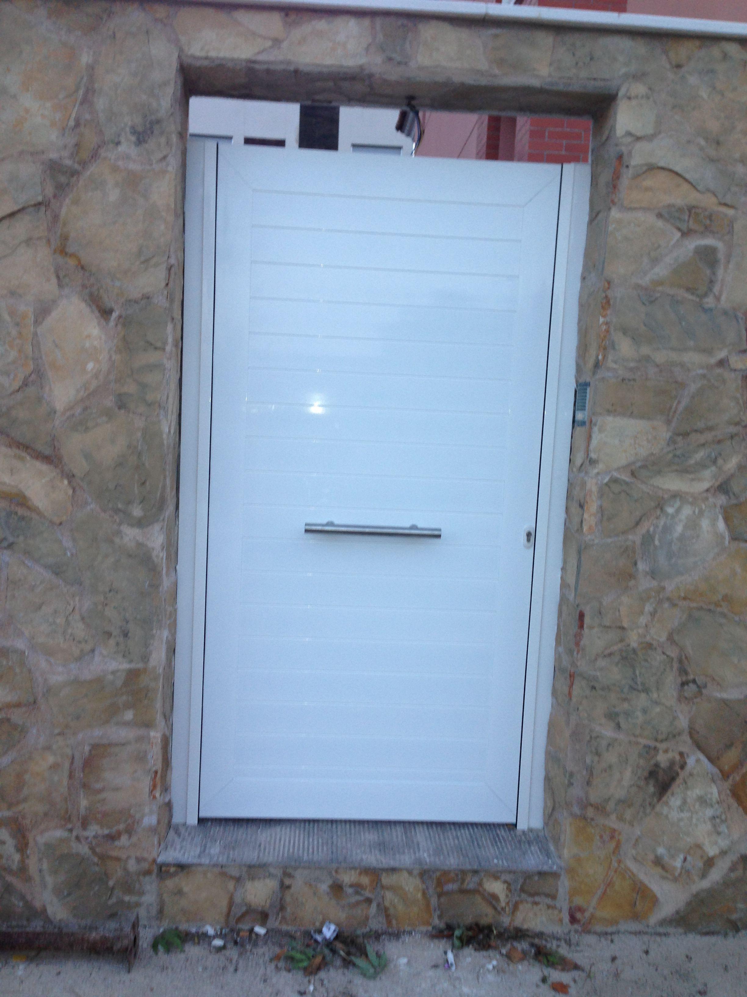 Puerta cancela cat logo de jgmaluminio for Catalogo puertas aluminio