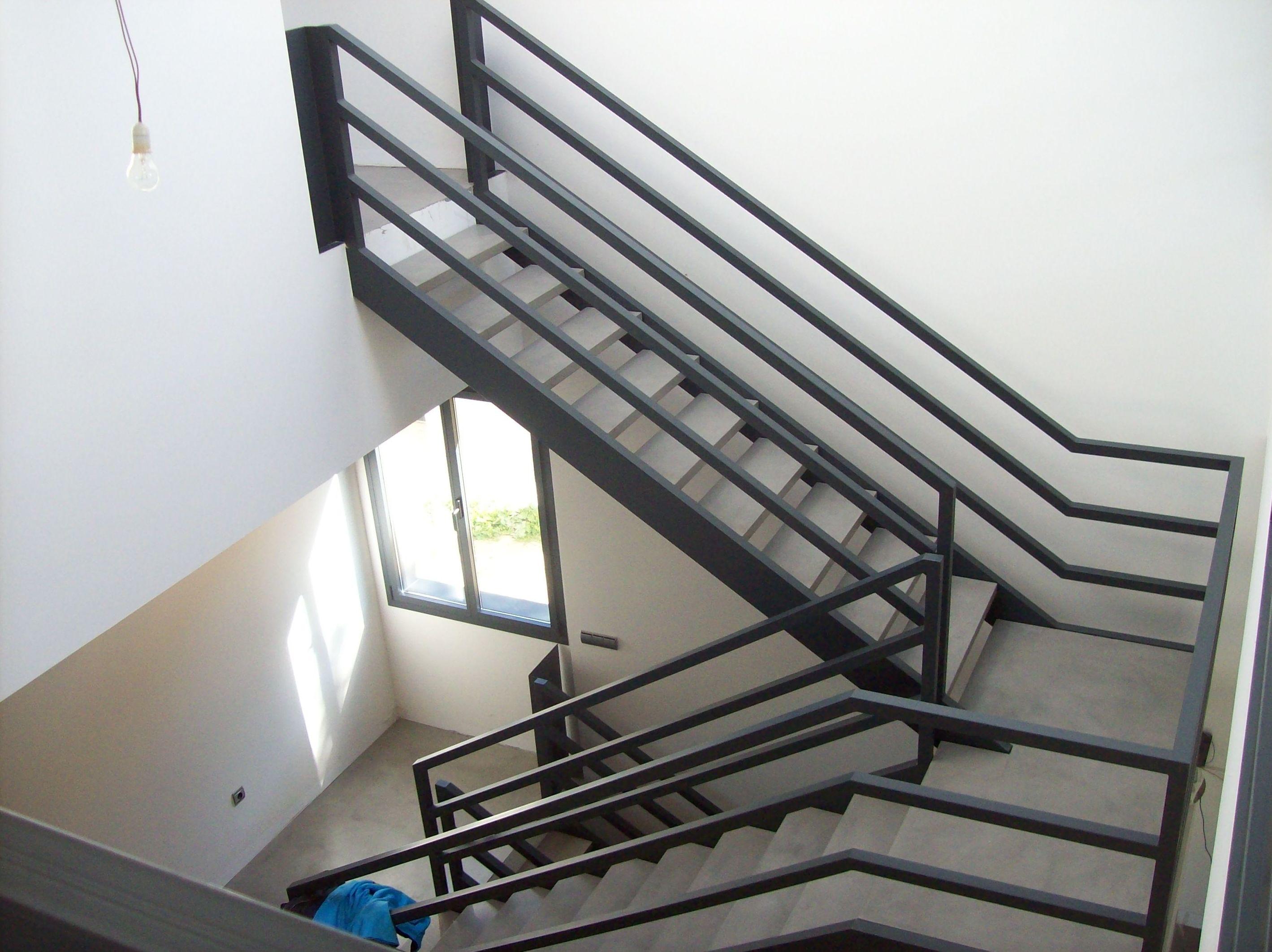 Escaleras met licas y escaleras de caracol productos y for Escaleras 7 escalones