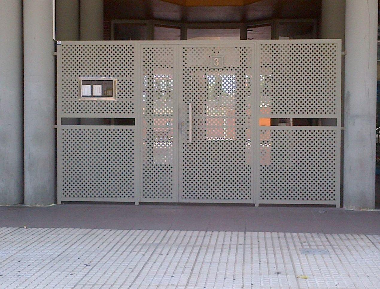 Foto 16 de puertas autom ticas en chiclana de la frontera - Puertas de chapa galvanizada ...