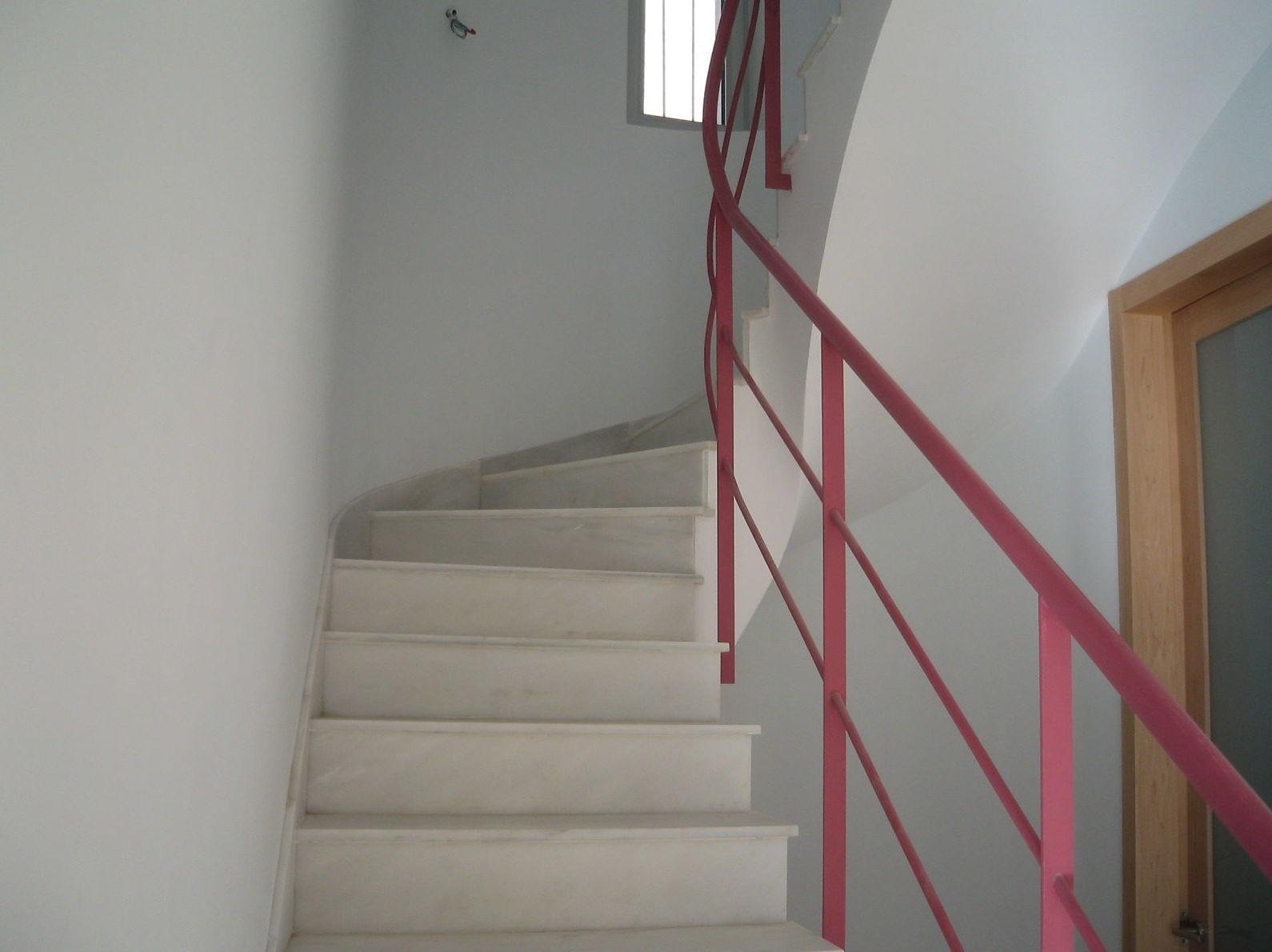 escaleras servicios de promociones y construcciones jr