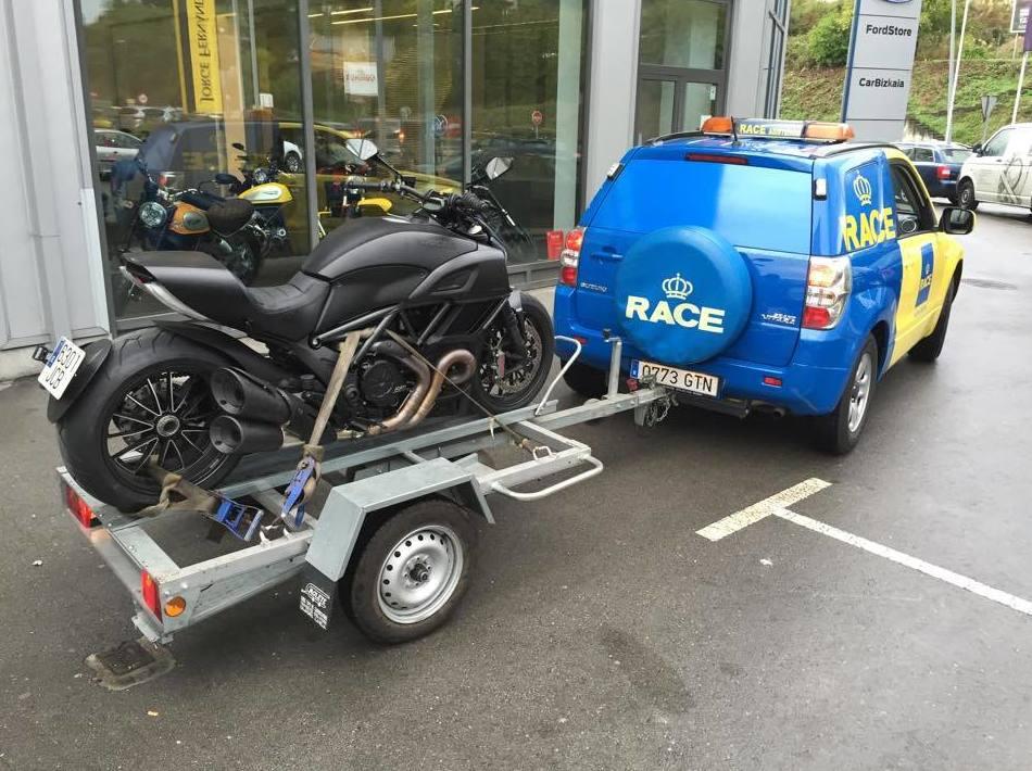 Carrito especial para asistencia de motos y ciclomotores