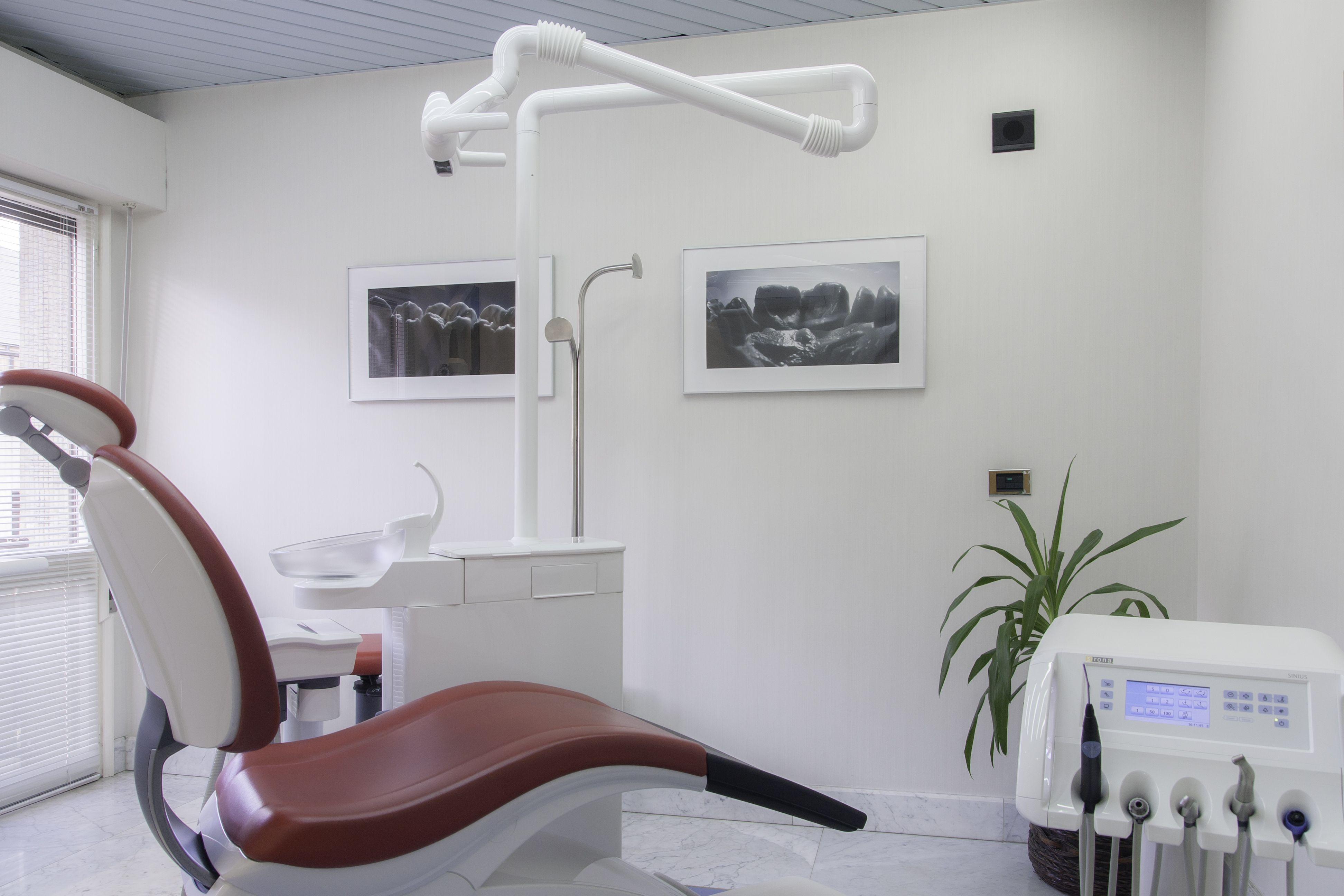 Foto 1 de Clínicas dentales en Oviedo | Enrique R. Rosell