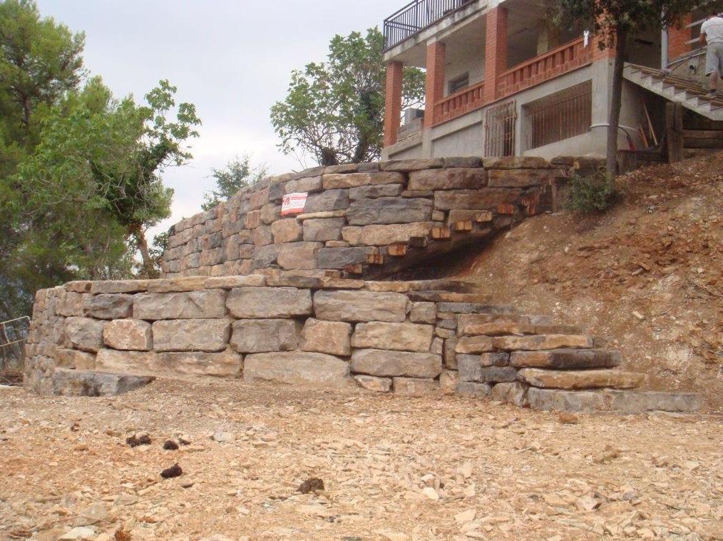 Foto 15 de construcci n de obra nueva en cervell - Muros de rocalla ...