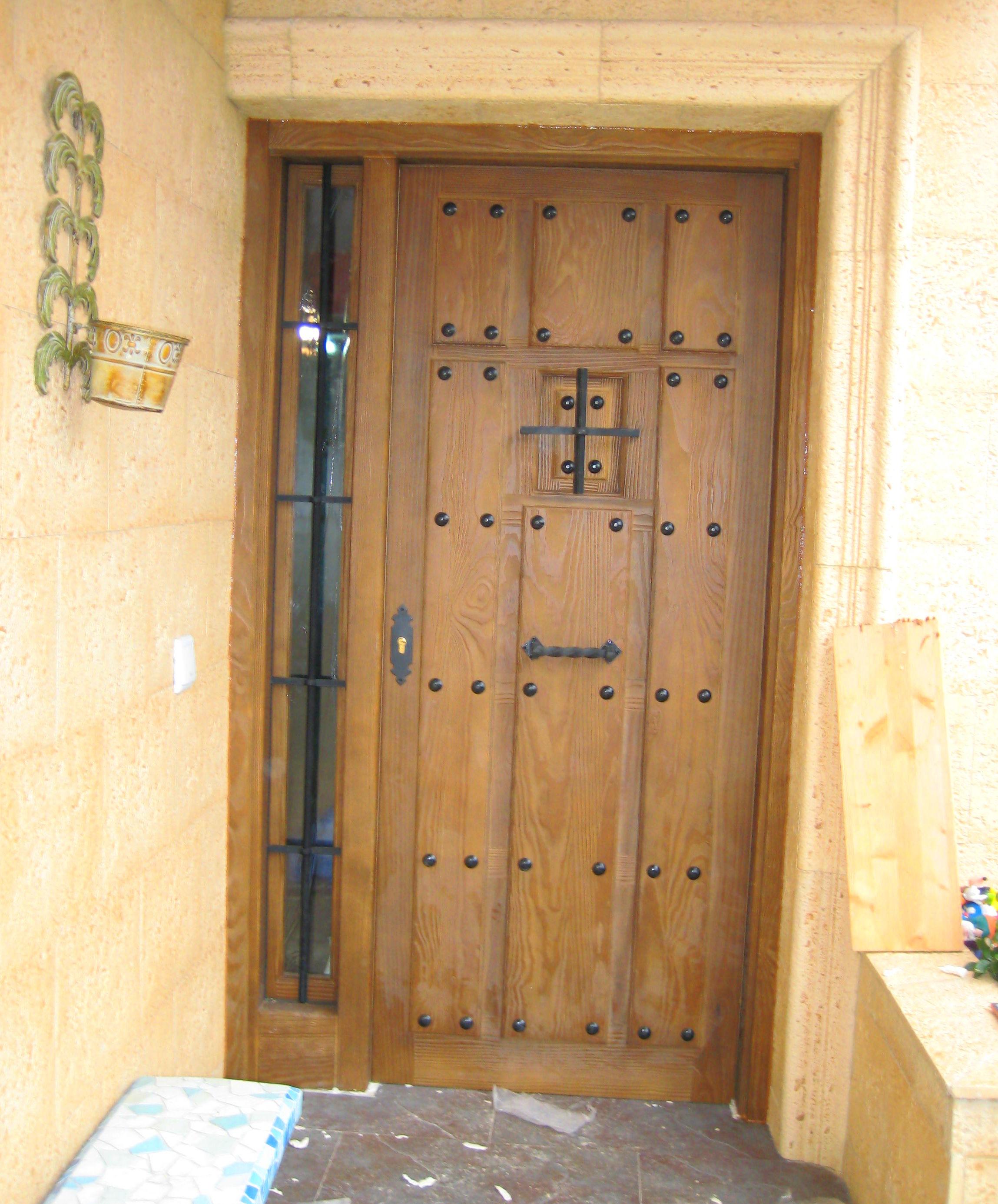 Puertas de entrada de madera maciza cat logo de productos for Puertas de entrada de madera maciza