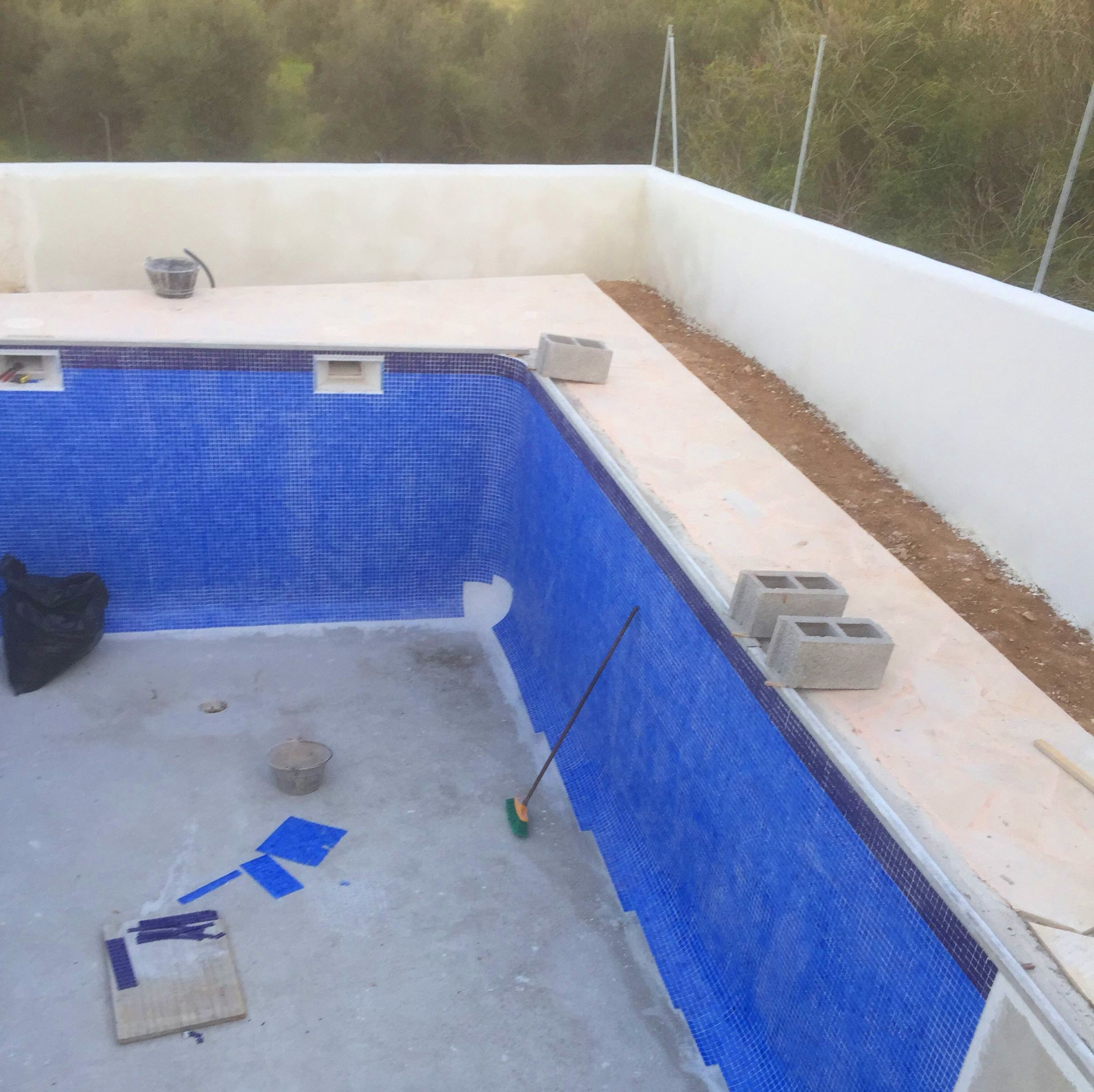 Construcci n de piscinas en alicante mibori construcciones for Materiales para construccion de piscinas