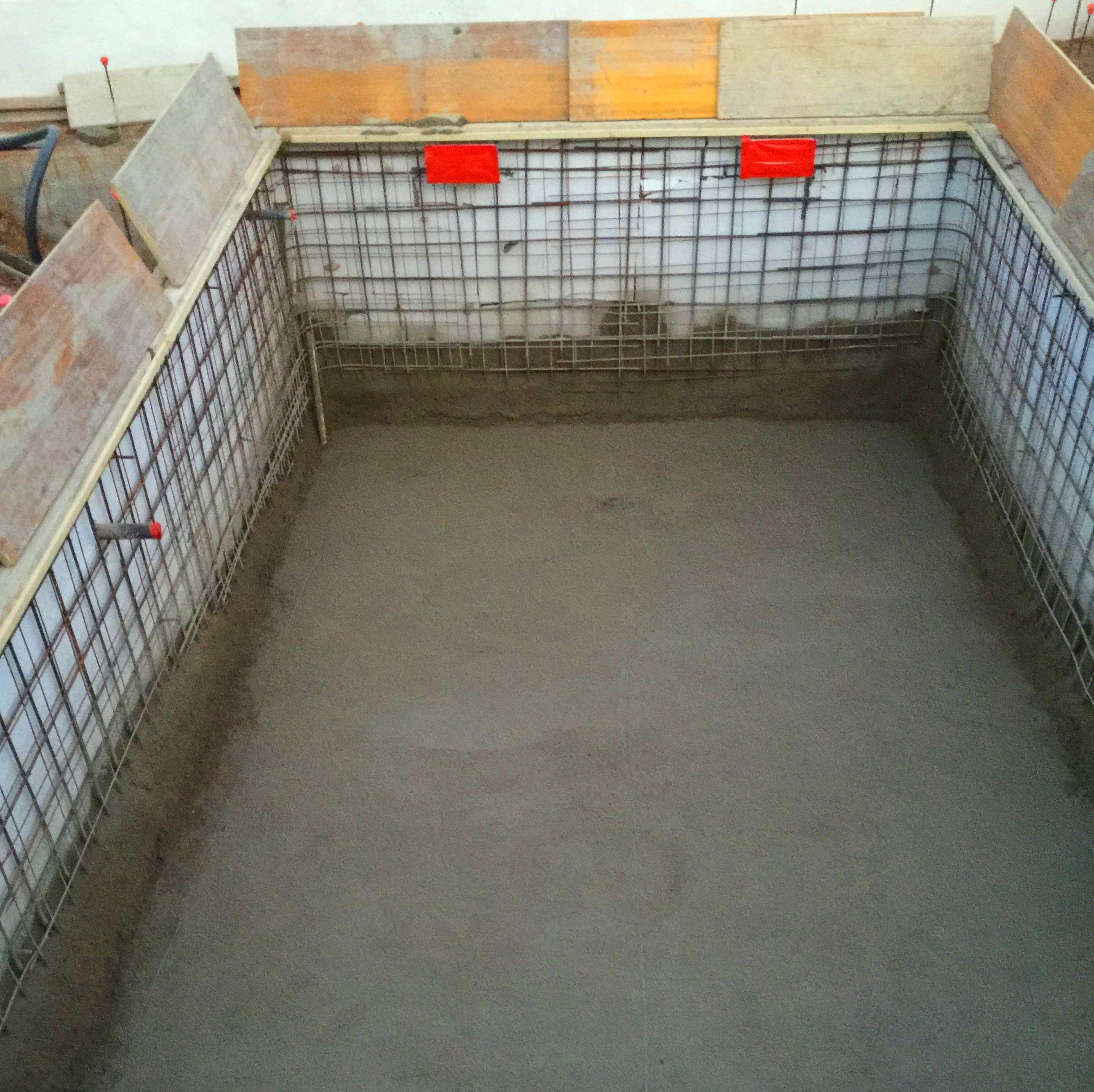 Construcci n de piscinas en alicante mibori construcciones for Piscinas de material construccion