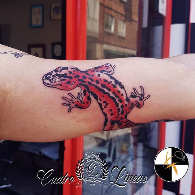 Tatuaje cuatro líneas tattoo carabanchel madrid gecko