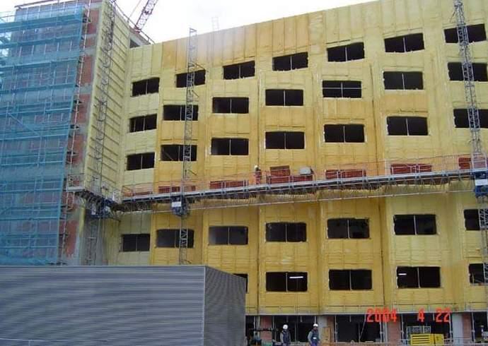 Aislamiento con poliuretano de fachada de Hospital.