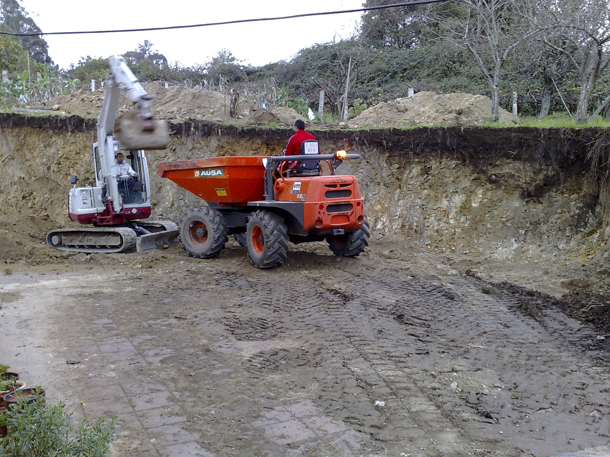 excavacion para muro San Cayetano-Pontevedra.