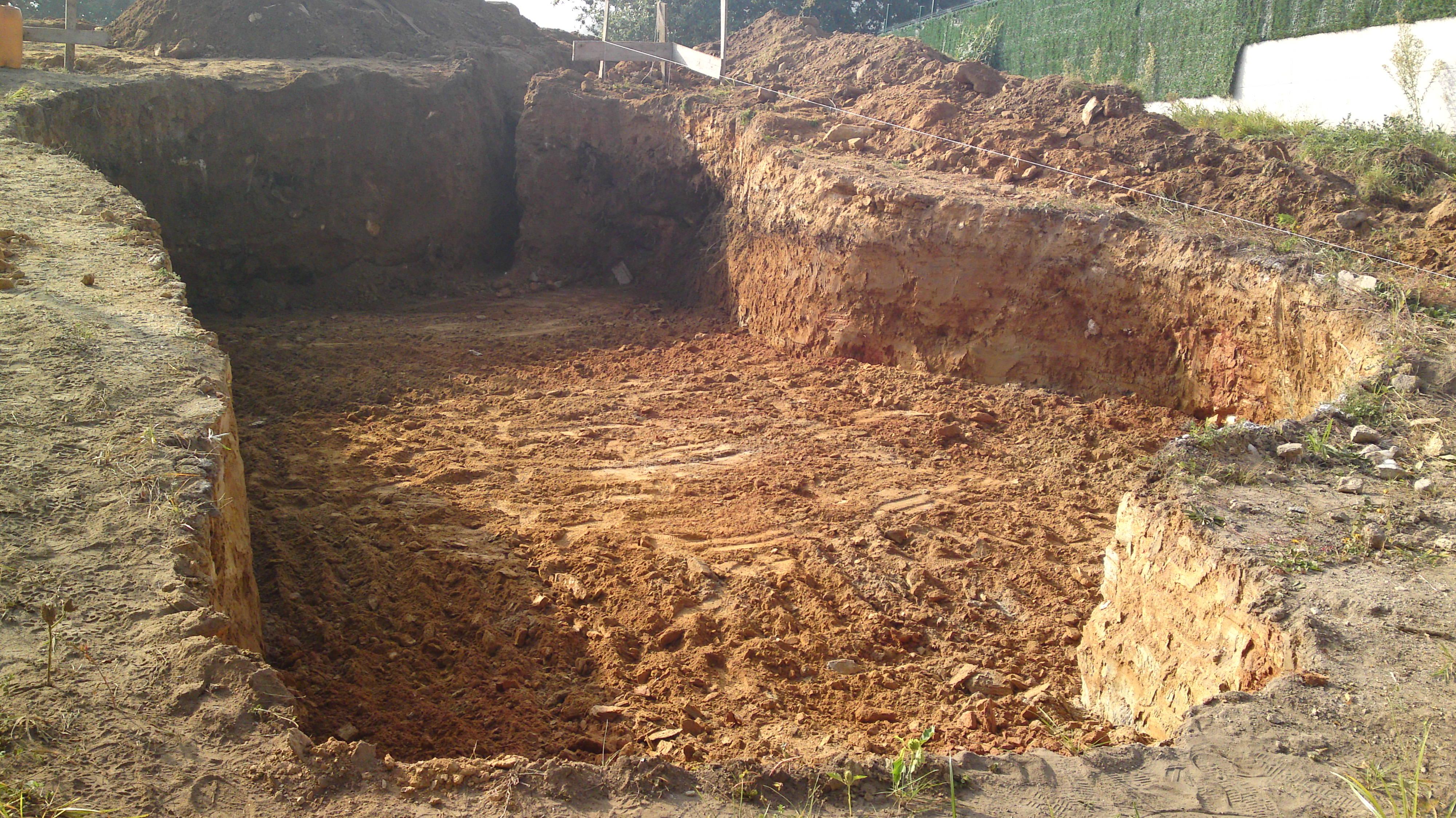 excavacion para piscina de formas caprichosas en Samieira-Poio